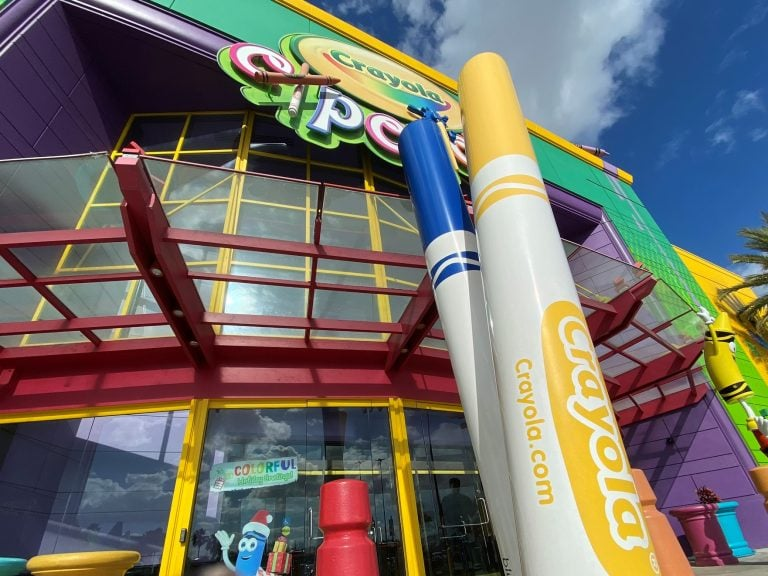 Picture of the front of the crayola experience