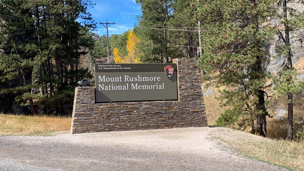 Picture of National Park sign at Mount Rushmore National Memorial park